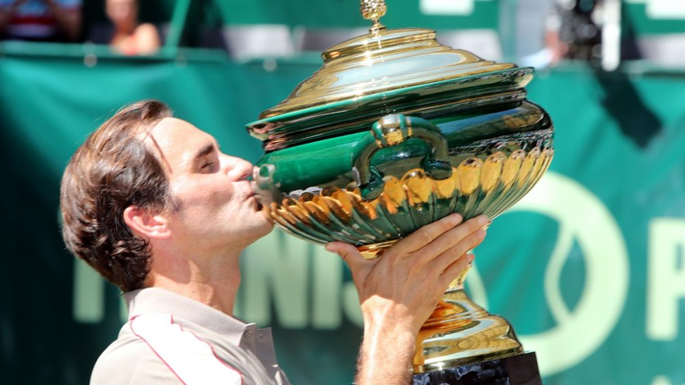 Federer mit Pokal