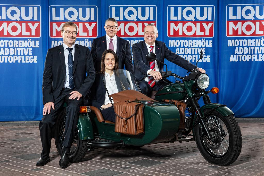 Quartett auf Motorrad